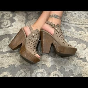 NEW! GUESS WOOD HEEL PLATFORMS